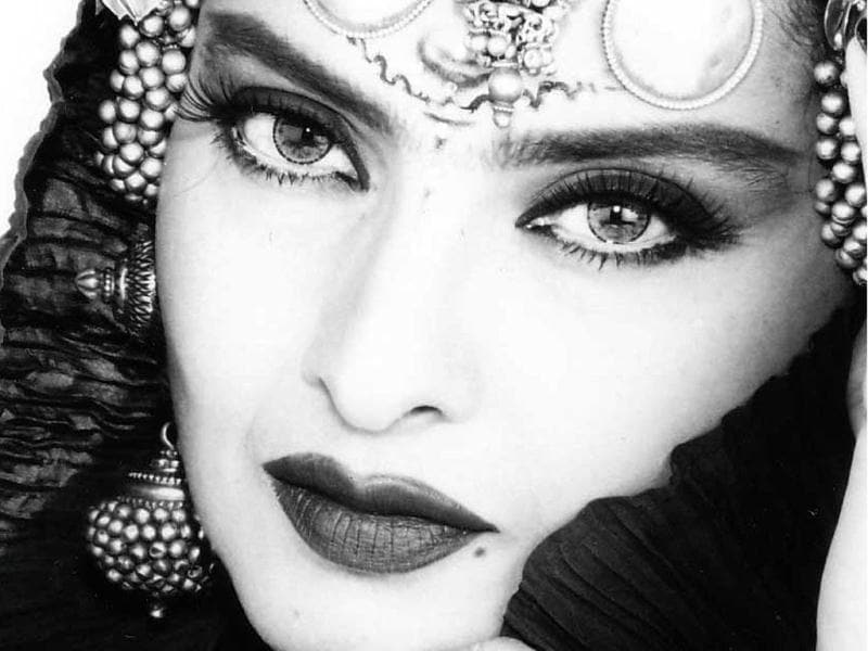 Rekha Is Actor Gemini Ganesan And Actress Pushpavalli S: EVERGREEN DIVA: Rekha And Her Many Shades
