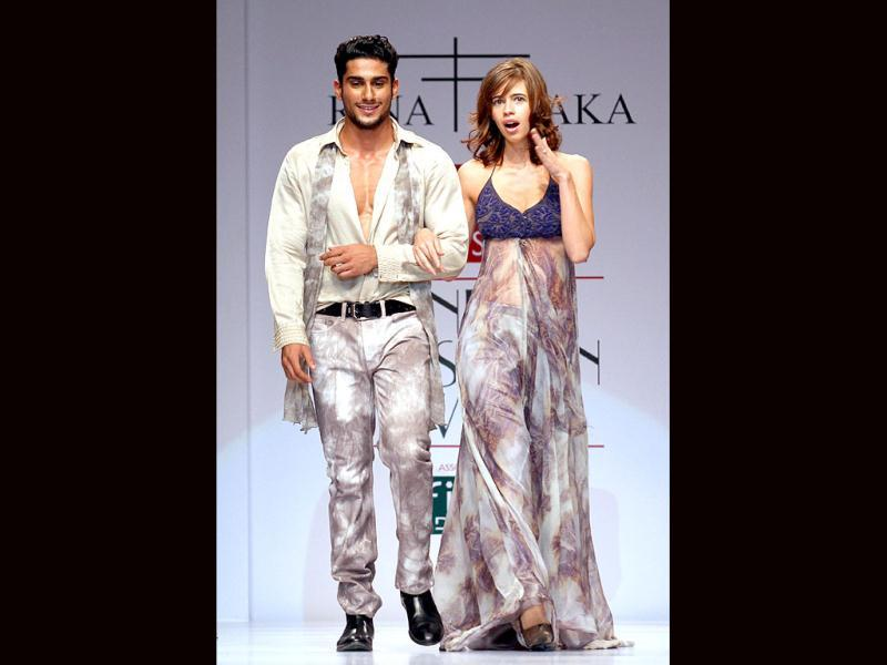 Kalki Koechlin and Prateik added Bollywood glam on the first day of the ongoing Wills Lifestyle India Fashion Week Spring Summer 2011. Check out the fashion event. Photos by Jasjeet Plaha
