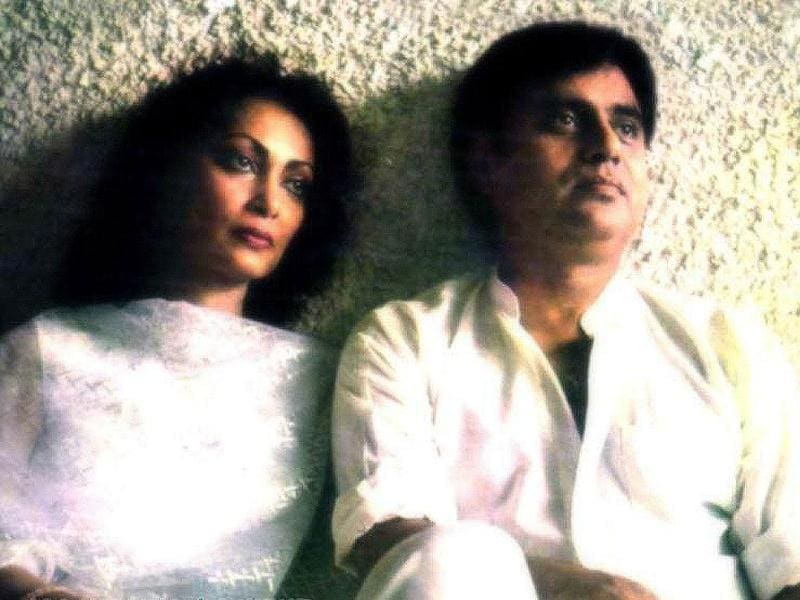 Jagjit and his wife Chitra became very popular as they sang many duets and released various albums together.