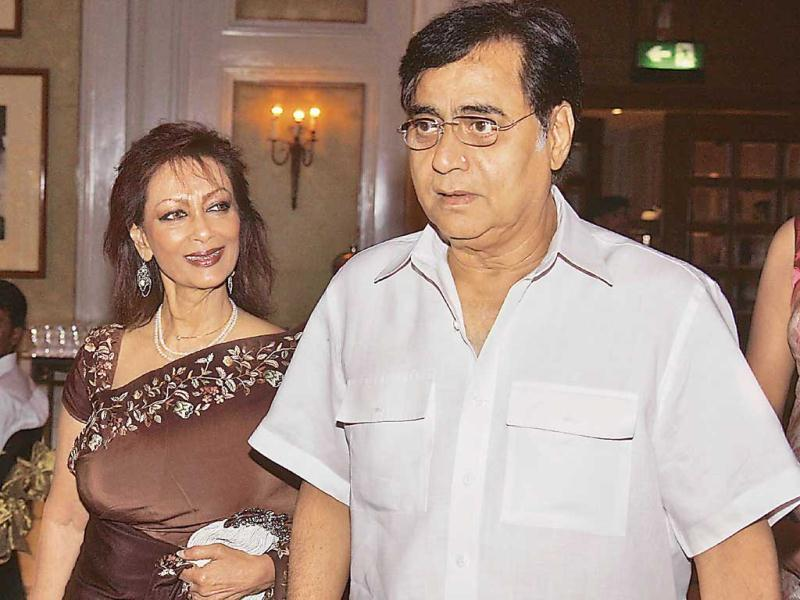 Jagjit Singh and Chitra at the release function of the compilation of Gulzar's Urdu poetry titled Selected Poems.