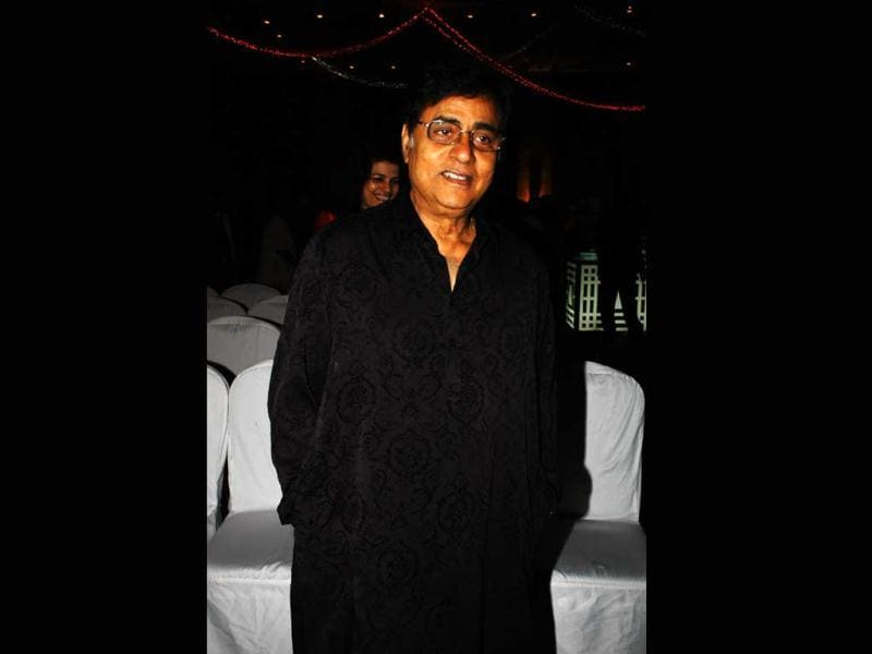 Jagjit Singh was born in Sri Ganganagar, Rajasthan to Amar Singh Dhiman, a government employee, a native of Dalla village in Punjab and Bachan Kaur from Ottallan village.