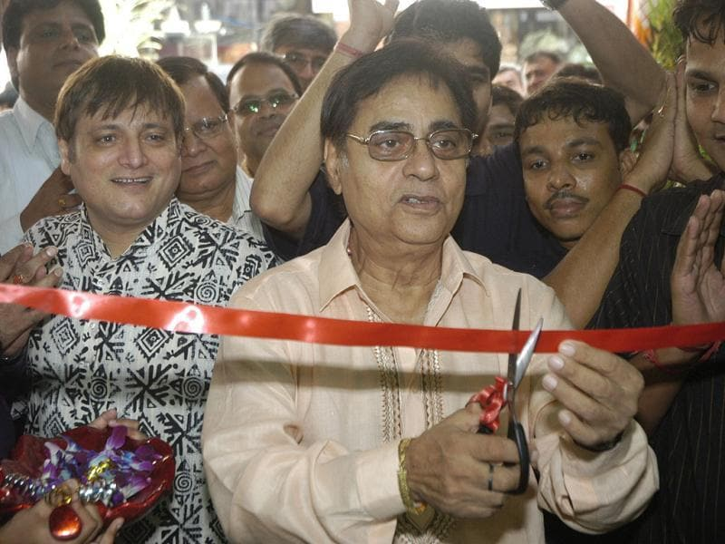Singer Jagjit Singh at the inauguration of The Pollination Store at Andheri (HT Photo/Viral Bhayani)