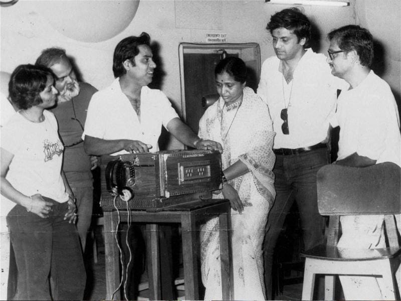 A file photo of renowned ghazal singer Jagjit Singh during the song recording of Sitam on 20th June, 1981.
