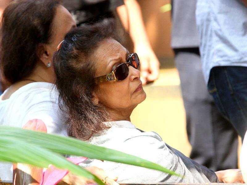 Chitra Singh at her husband Jagjit Singh's funeral.