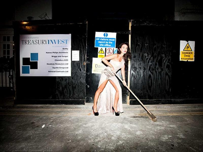 Tamara looks stunning as she cleans the street. (Photo credit: www.tylershields.com)