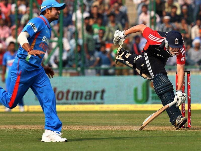 Jonathan Trott takes a short run during the 2nd ODI match between India and England at Ferozshah Kotla ground in New Delhi.