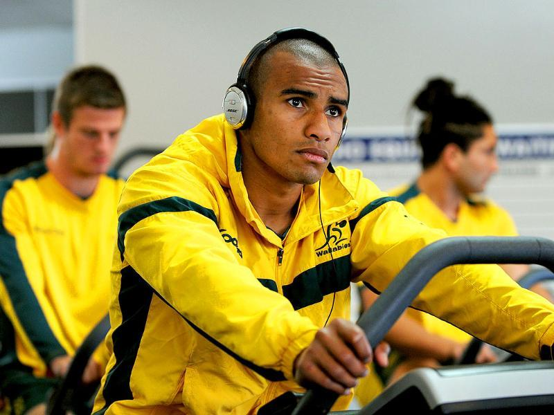 Australian Wallabies Will Genia (C), with Rob Horne (L) and Saia Faingaa (R), exercises at a recovery session in Auckland during the 2011 Rugby World Cup. (Photo: AFP)