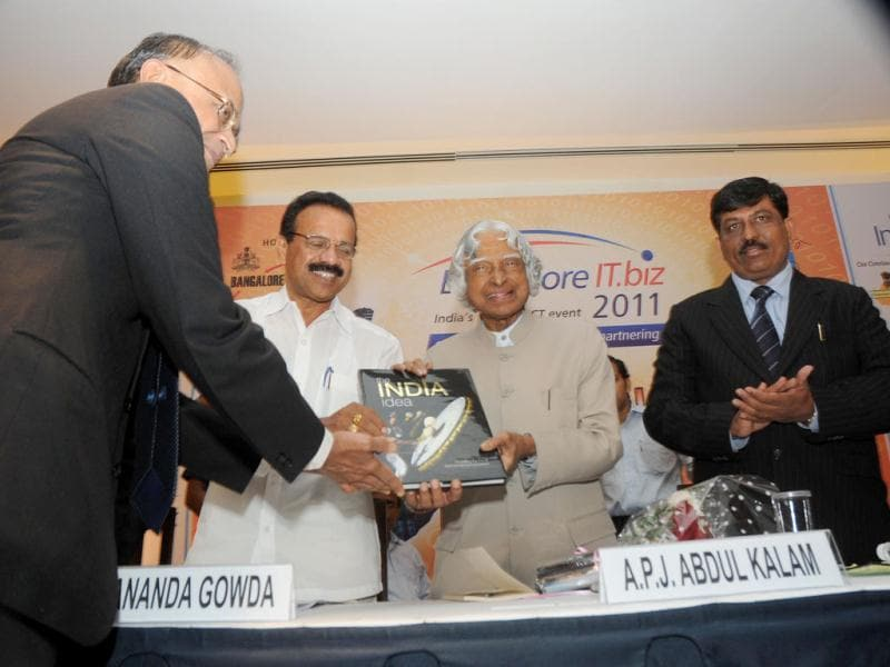 Former President Dr APJ Abdul Kalam receives the memento during the inauguration of Bangalore IT.biz 2011.