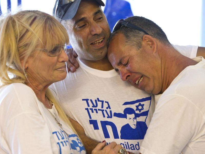 Israelis in the northern village of Mitzpe Hila react after seeing freed Israeli soldier Gilad Shalit on TV.