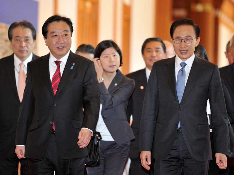 South Korean President Lee Myung-bak, front right, and Japan's Prime Minister Yoshihiko Noda enter for their meeting at Blue House in Seoul, South Korea
