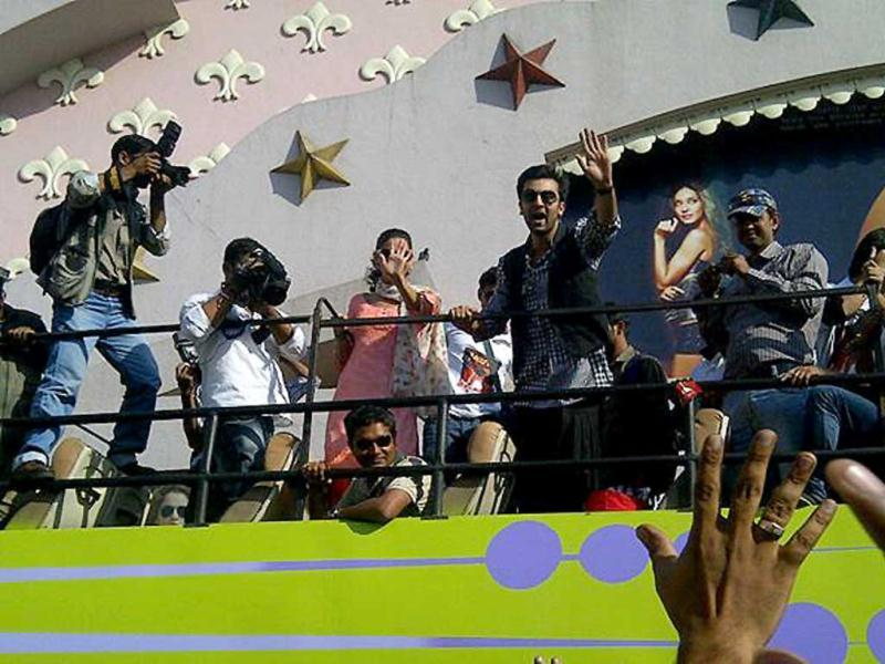 The duo can be seen waving at their fans.