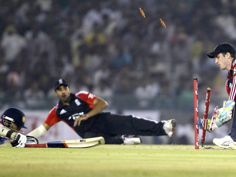 England's wicketkeeper Craig Kieswetter (R) unsuccessfully attempts to run out India's Parthiv Patel (L) during their third one-day international cricket match in Mohali.