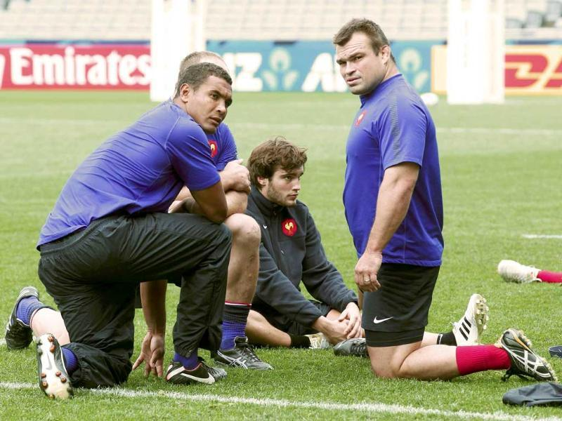France captain Thierry Dusautoir (L), Alexis Palisson (C) and Nicolas Mas take part in their Captain's run in Auckland. (Reuters)