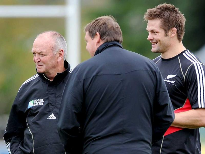 New Zealand All Black captain Richie McCaw (R) talks with coach Graham Henry (L) and assistant coach Steve Hansen (C) during the Captain's Run training session, in Auckland. (AFP)