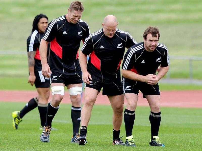 New Zealand All Black players Andrew Hore (R), Ben Franks (2/R), Brad Thorn (2/L) prepare to pack down as teammate Ma'a Nonu (L) looks on during the Captain's Run training session, in Auckland. (AFP)