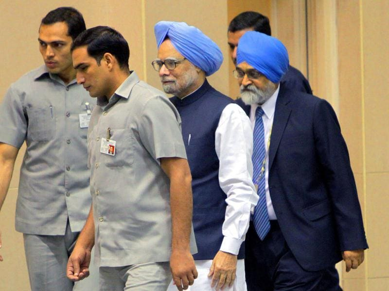 Planning Commission deputy chairman Montek Singh Ahluwalia and Prime Minister Manmohan Singh during the inauguration of the 56th meeting of the National Development Council (NDC) in New Delhi. ( HT Photo/ Sunil Saxena )