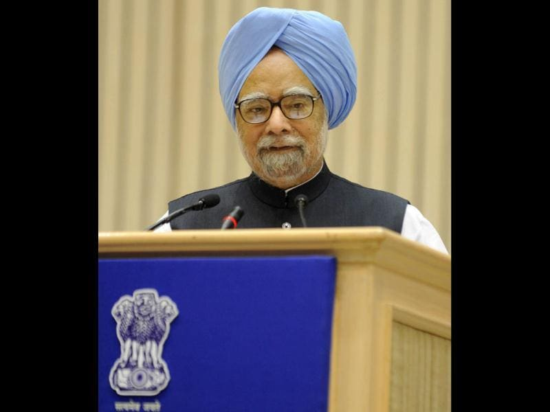 Prime Minister Manmohan Singh delivers a speech to chief ministers and finance ministers of the country's 27 states during the inauguration of the 56th meeting of The National Development Council (NDC) in New Delhi. (AFP)