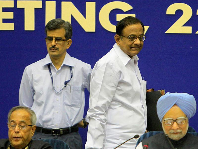 Home minister P Chidambaram, Prime Minister Manmohan Singh as Finance Minister Pranab Mukherjee (L) looks on during the inauguration of the 56th meeting of the National Development Council (NDC) in New Delhi. (HT Photo/Sunil Saxena)