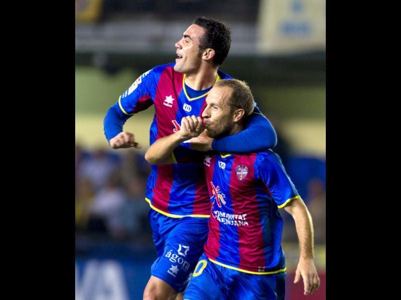 Levante's midfielder Juan Luis Gomez Lopez (R) celebrates scoring a goal with teammate Vicente Iborra de la Fuente during the Spanish league football match against Villarreal at the Madrigal stadium. (AFP)