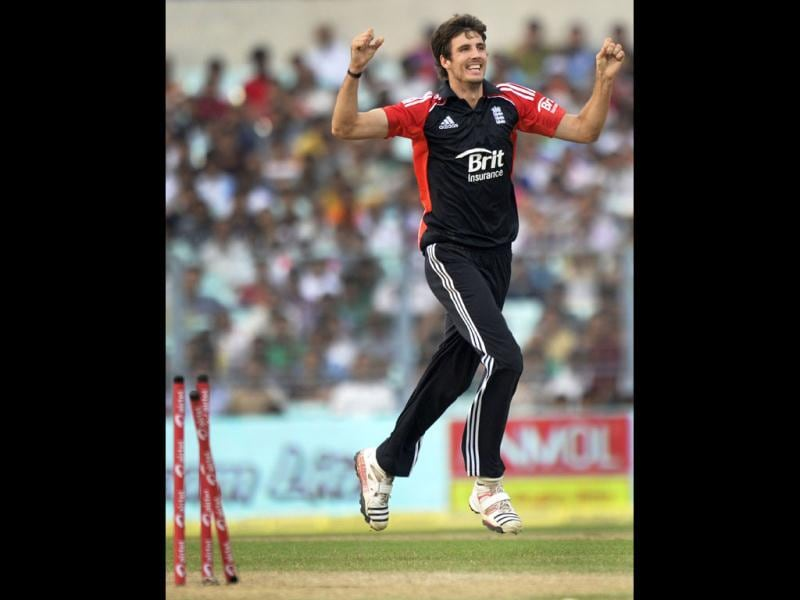 England bowler Steven Finn celebrates after taking the wicket of Virat Kohli during the final ODI match against India at Eden Gardens in Kolkata. (AFP)