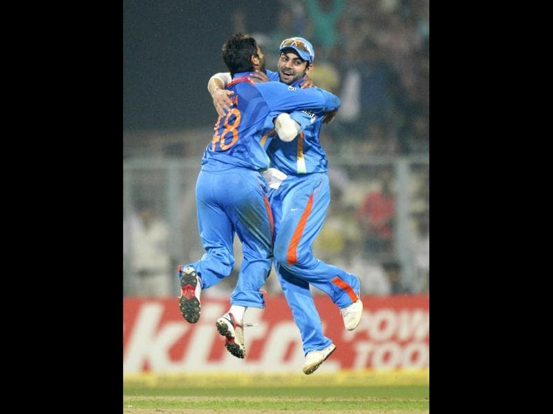 Suresh Raina (L) with teammate Virat Kohli celebrate after taking the wicket of England cricketer Ravi Bopara during the final one day international (ODI) match between India and England at Eden Gardens Cricket Stadium in Kolkata (AFP)