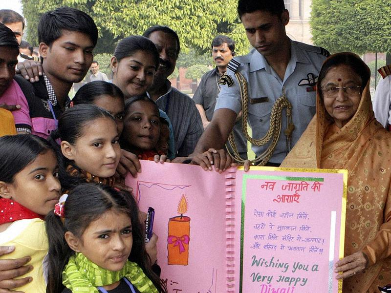 President Pratibha Patil receiving Diwali Greetings from school students on the occasion of Diwali festival at Rashtrapati Bhavan in New Delhi.