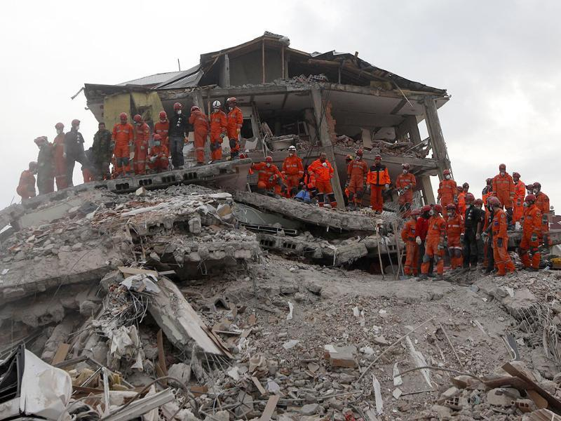 Rescue workers work to save people trapped under debris after an earthquake in Ercis, near the eastern Turkish city of Van.