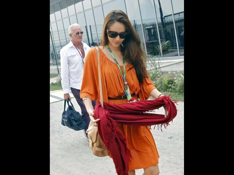 Japanese-Argentine model Jessica Michibata, girlfriend of McLaren Formula One driver Jenson Button of Britain, and his father John (L) arrive at India's first Formula One Grand Prix at the Buddh International Circuit in Greater Noida on the outskirts of New Delhi.