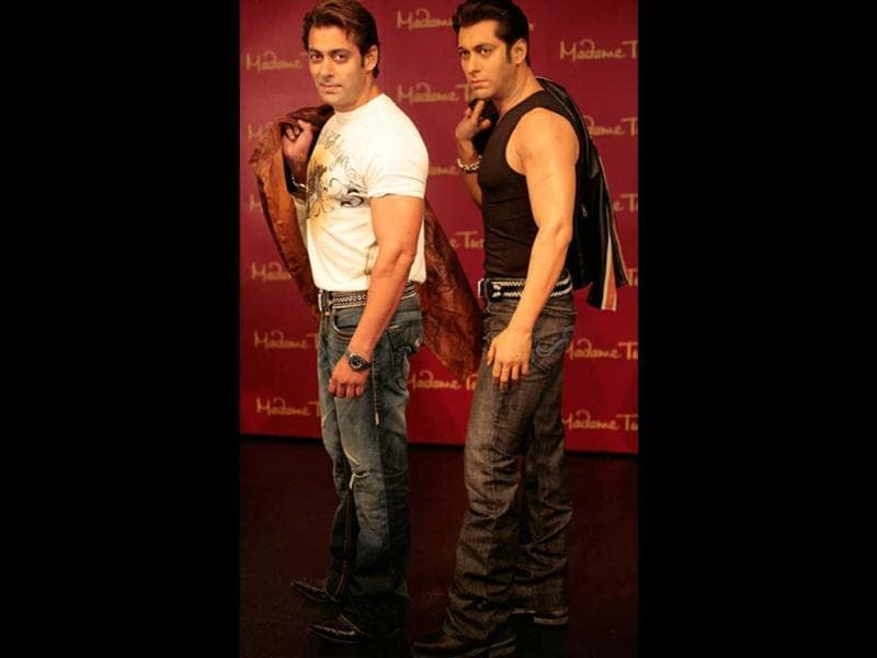 Salman Khan poses with his wax statue.