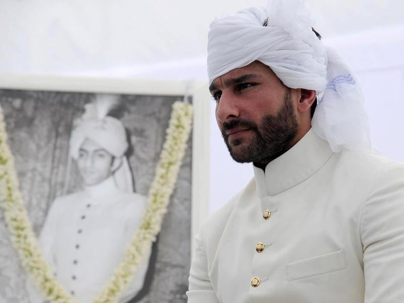 Saif Ali Khan on stage near portrait of late father Mansoor Ali Khan Pataudi. The ceremony was attended by Saif's mother Sharmila Tagore and sisters Soha Ali Khan and Sabah Ali Khan.