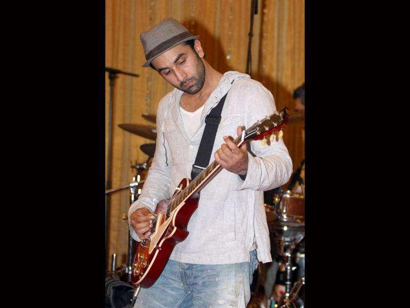 Ranbir, who is playing Janardhan Jordan in the film, is said to have learnt guitar for his character. (© AFP)