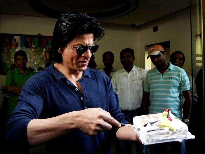 And SRK cuts yet another cake.
