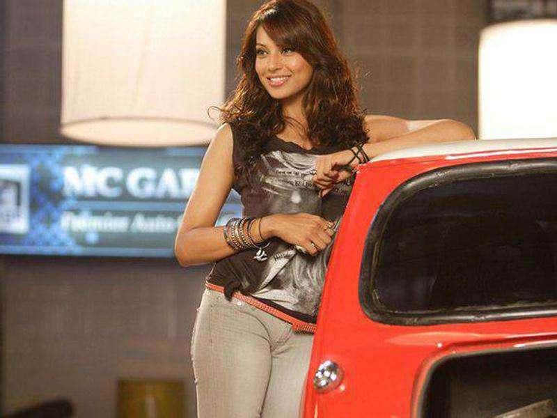 Bipasha Basu will be seen in hot avatar in the film.