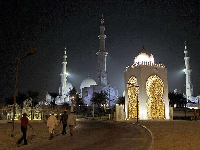 Muslims arrive at Sheikh Zayed Grand Mosque to perform the Eid Ad Adha prayers in Abu Dhabi, United Arab Emirates.