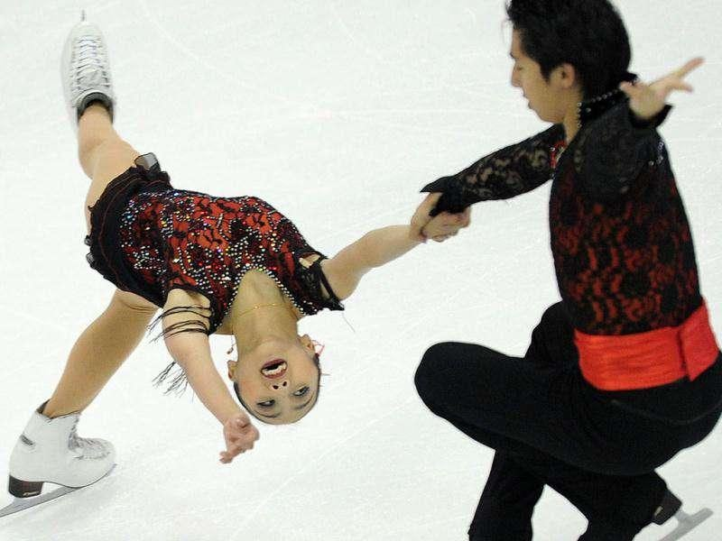 Sui Wenjing (L) and Cong Han of China compete in the pairs free skating programme during the ISU Grand Prix of Figure Skating 2011 in Shanghai.
