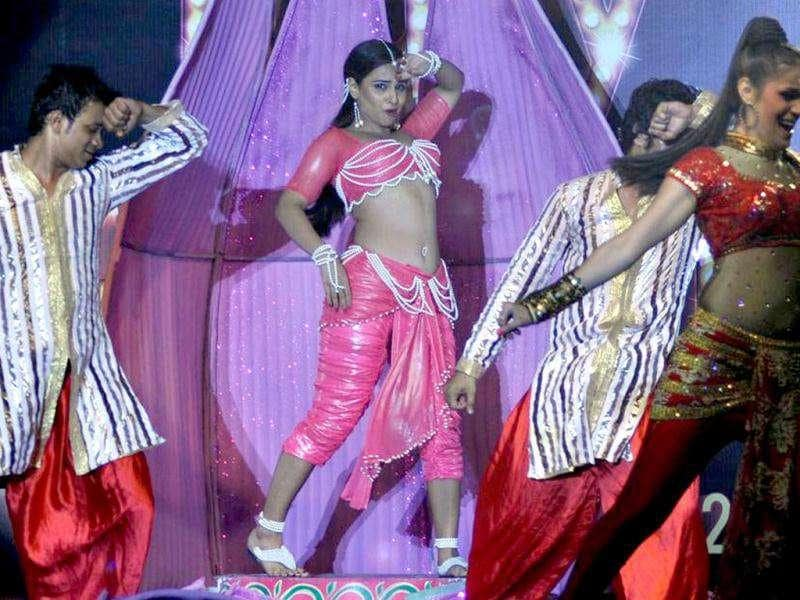 Vidya Balan performs to the song Ooh La La.