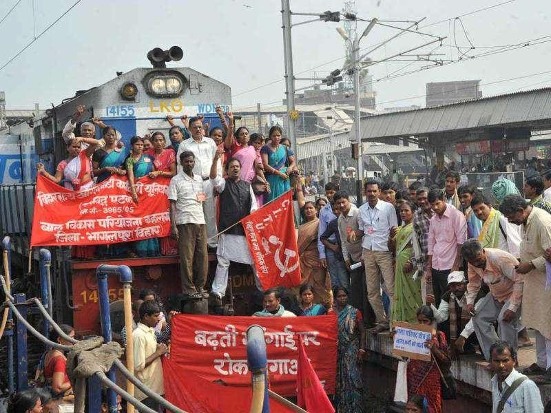 Members of Co-ordination Committee for Trade Union and Associations block trains at Patna junction during a nationwide Jail Bharo agitation.