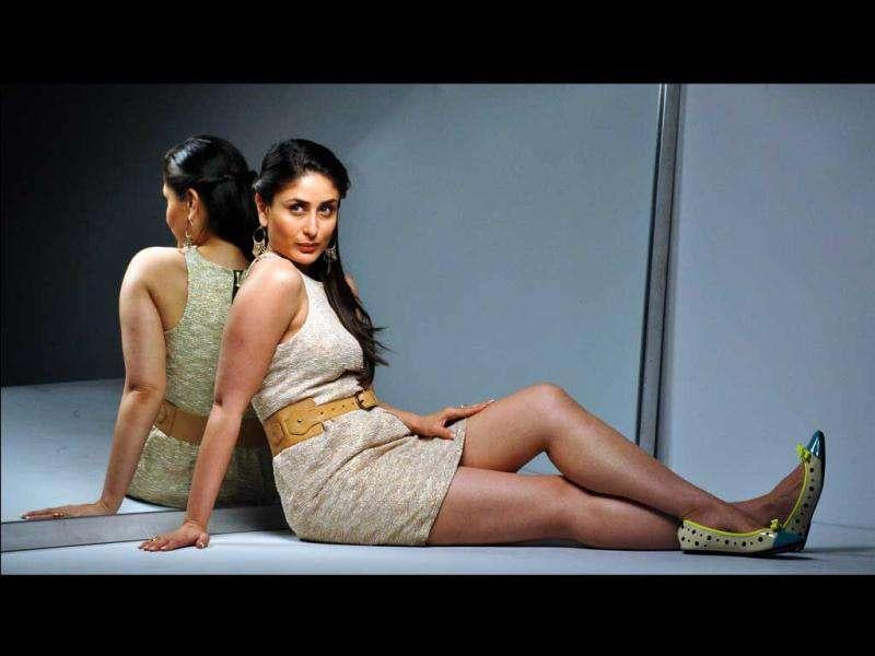 Kareena's truly photogenic! She poses just right in a gold dress.