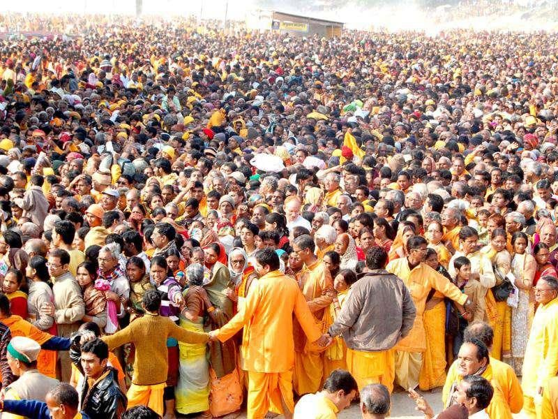 Devotees gather on the banks of the Ganges River at Shantikunj, Haridwar before the stampede.