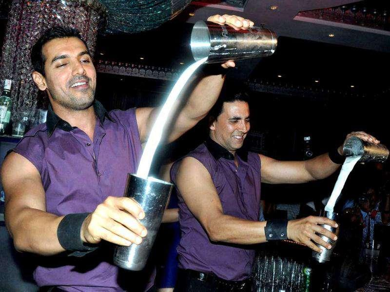 Akshay and John will be seen in a pole dancing sequence in Rohit Dhawan's upcoming film.
