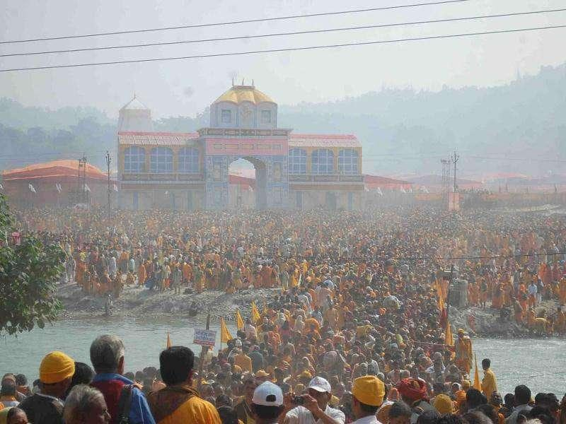 A huge crowd at the spot where a stampede claimed 16 lives at Laljiwala where the centenary celebration of International Gayatri Parivar founder Pandit Shri Ram Sharma was being held, in Haridwar.