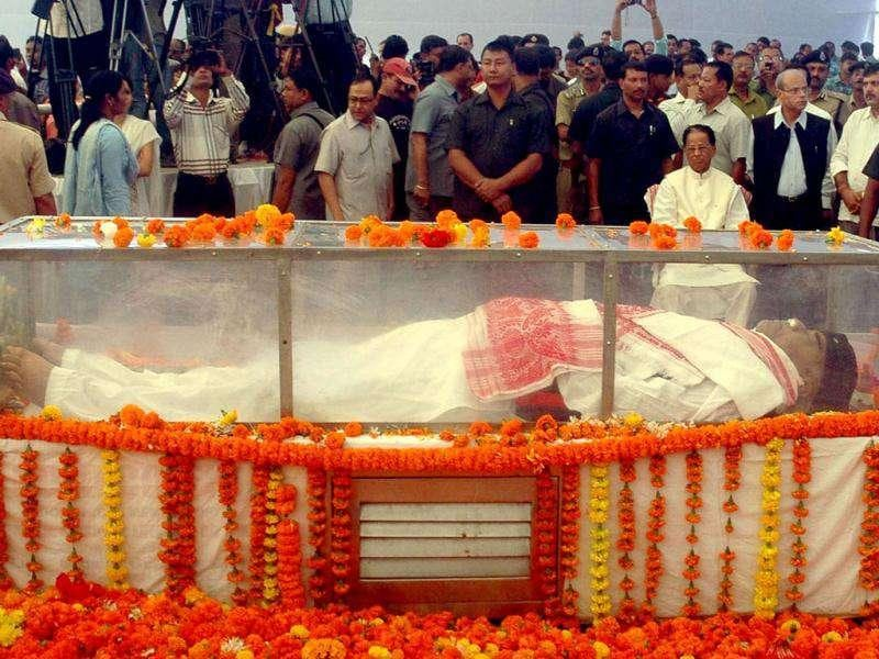 People gather to pay their last respects to music maestro Bhupen Hazarika in Guwahati.