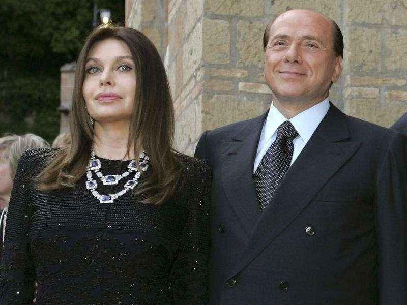 (Files) Silvio Berlusconi and his wife Veronica Lario (L) pose at Villa Madama in Rome in this June 4, 2004 file photograph. REUTERS/Alessandro Bianchi