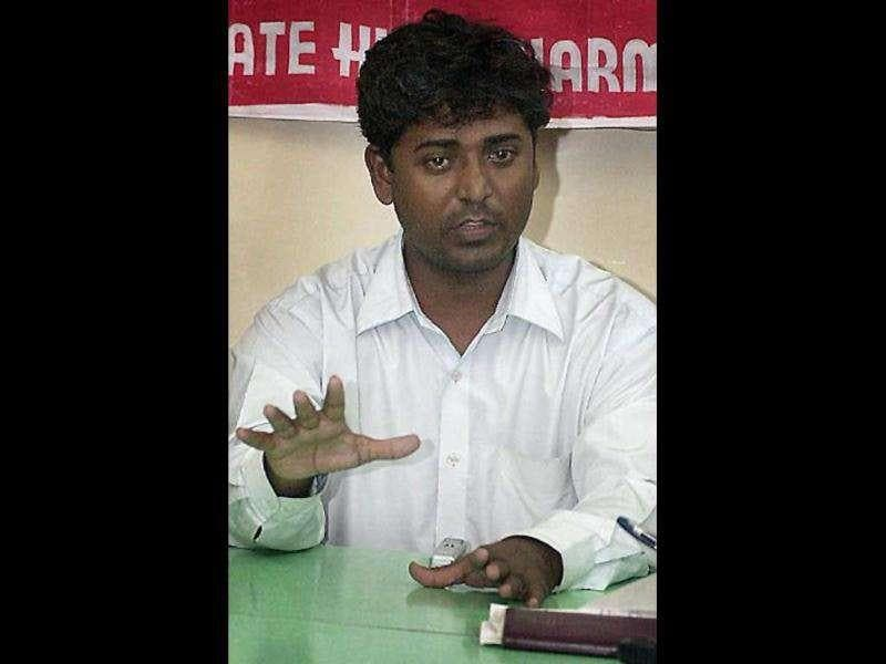 (File) Qutubuddin Ansari, whose face symbolised the trauma of 2002 violent Hindu-Muslim riots in Gujarat, gestures as he talks to the press in Bombay, 07 August 2003. Ansari said he was forced to abandon the state following the immense publicity he got during the riots with his photos and stories splashed across newspaper pages and television screens worldwide. AFP Photo/Vikas Khot