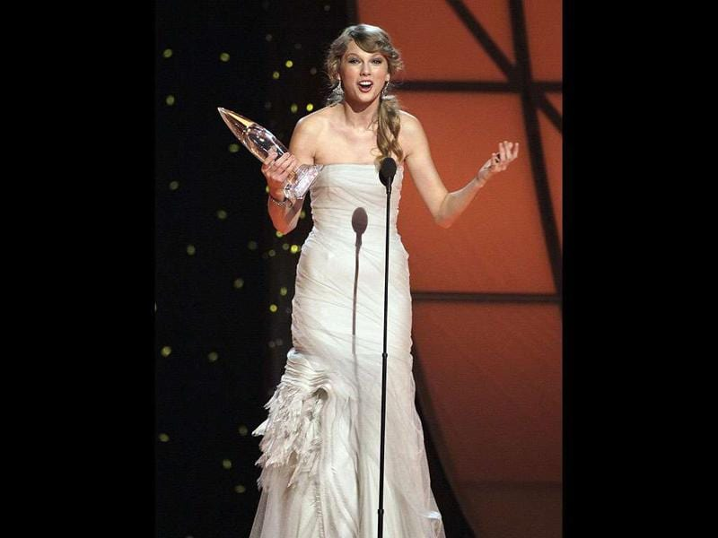 Taylor Swift accepts the award for entertainer of the year during the 45th Annual CMA Awards in Nashville, Tenn.