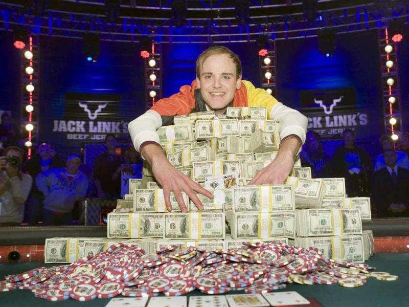 Pius Heinz of Germany poses after beating Martin Staszko of the Czech Republic to win the championship bracelet and $8.7 million in prize money during the World Series of Poker main event at the Rio hotel-casino in Las Vegas. (Reuters)