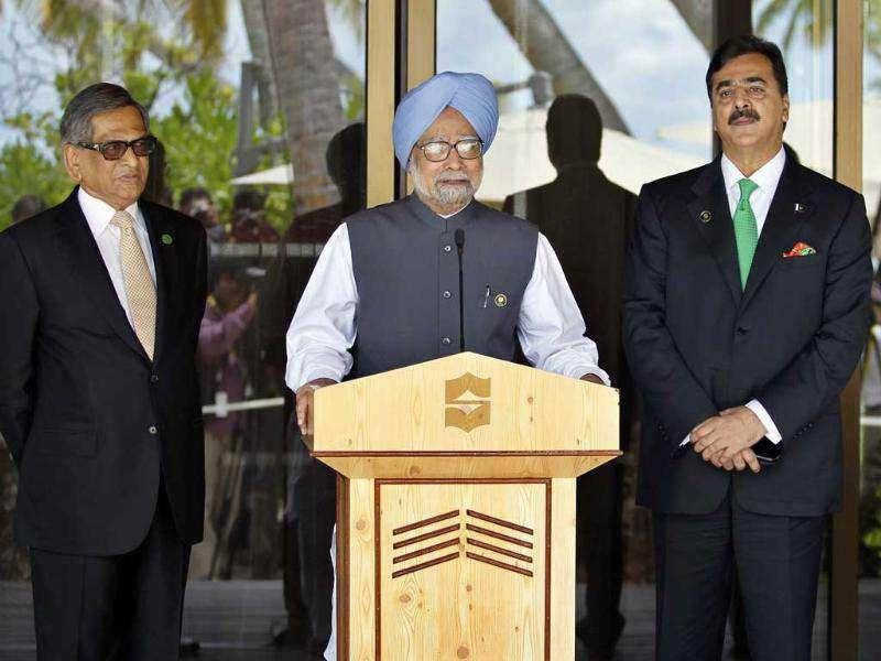 Prime Minister Manmohan Singh addresses the media as Pakistani Prime Minister Yousuf Raza Gilani, foreign minister SM Krishna and Pakistani foreign minister Hina Rabbani Khar look on after their meeting on the sidelines of the South Asian Association for Regional Cooperation (SAARC) summit in Addu, Maldives.
