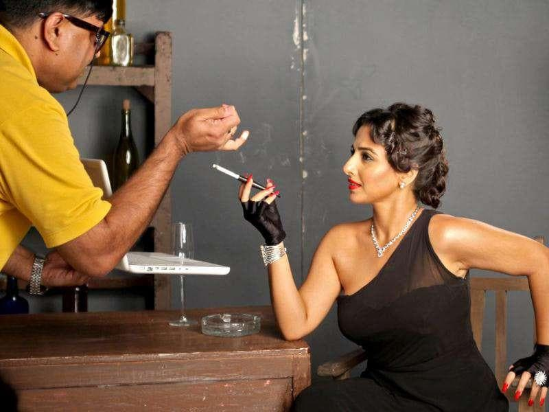 Vidya Balan looks glam and with it, as she recreates Nadira's devil-may care look. (HT Brunch)