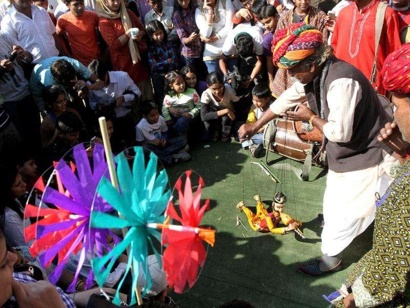 A puppet show during the Kite flying festival at India Gate lawn in New Delhi. (HT Photo/Virendra Singh Gosain)
