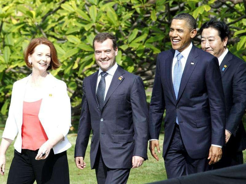 (L-R) Australian Prime Minister Julia Gillard, Russian President Dmitry Medvedev, US President Barack Obama and Japanese Prime Minister Yoshihiko Noda arrive for the official photo session during the Asia-Pacific Economic Cooperation summit in Hawaii.
